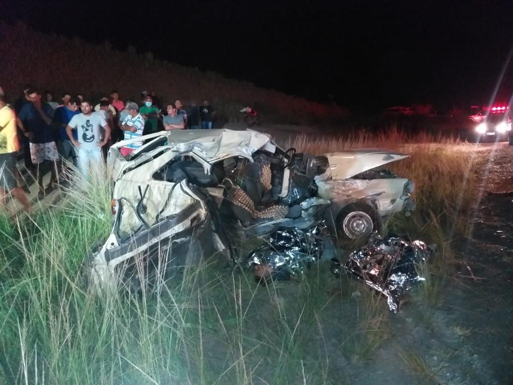 Acidente entre dois carros e um caminhão deixa três pessoas mortas em Joaquim Gomes, AL