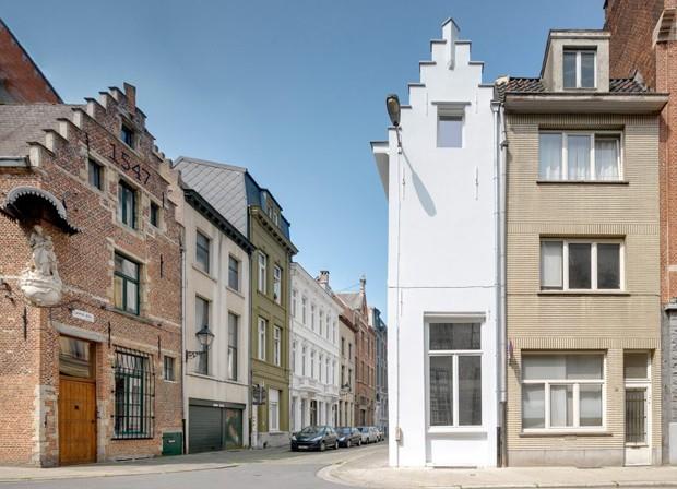 Hotel de apenas 2,4 metros de largura é o menor da Antuérpia (Foto: Bart Gosselin/Divulgação)