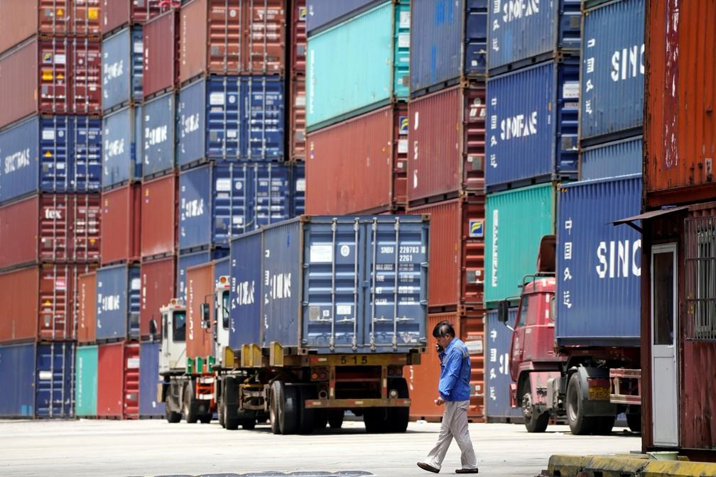 -  Contêineres com produtos para exportação em porto de Xangai, na China.  Foto: Reuters/Aly Song