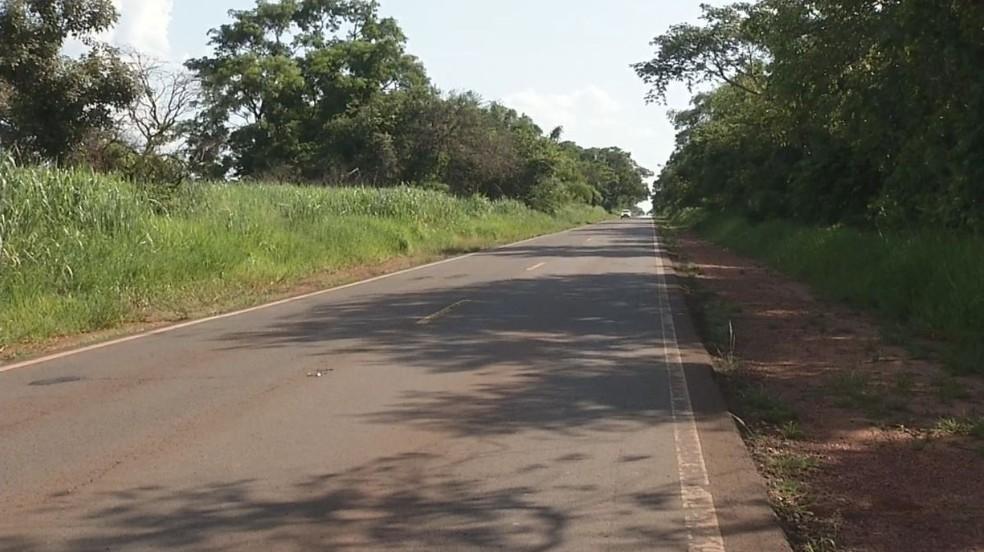 Corpo foi encontrado em estado avançado de decomposição em Itapura (SP) — Foto: Reprodução/TV TEM