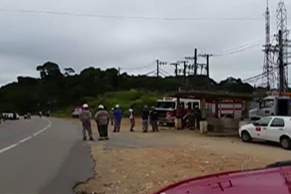 Rodovia Mogi-Bertioga é bloqueada nos dois sentidos para resgate de homem eletrocutado