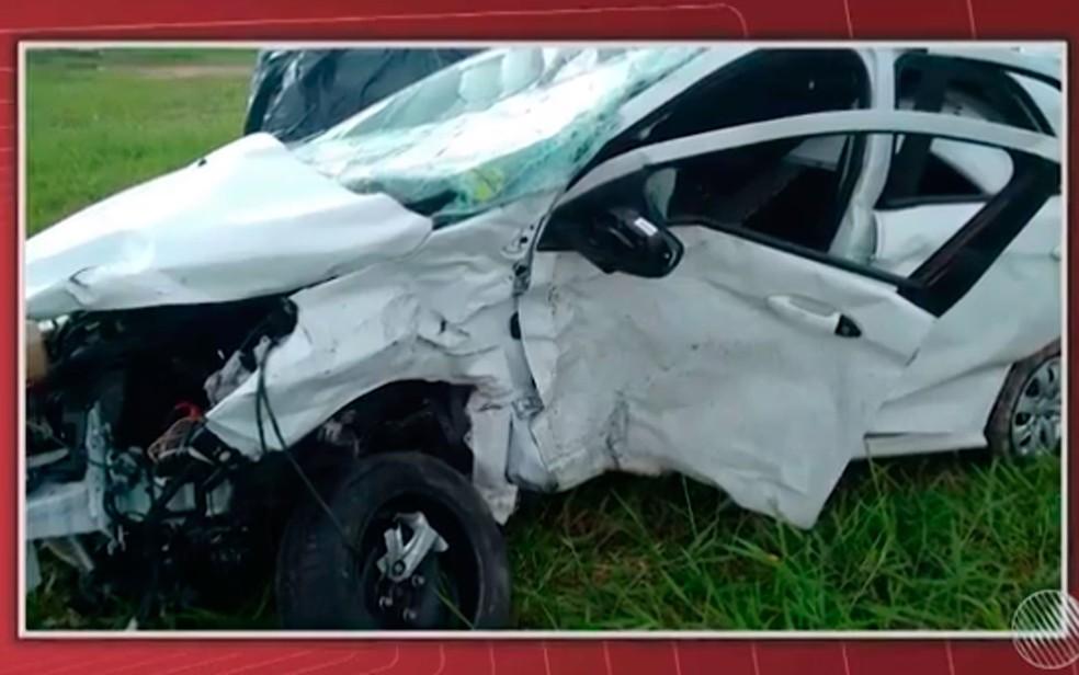 Carro de Liedson bateu na lateral do veículo dirigido por Viviane, em Valença, na Bahia (Foto: Reprodução/ TV Bahia)