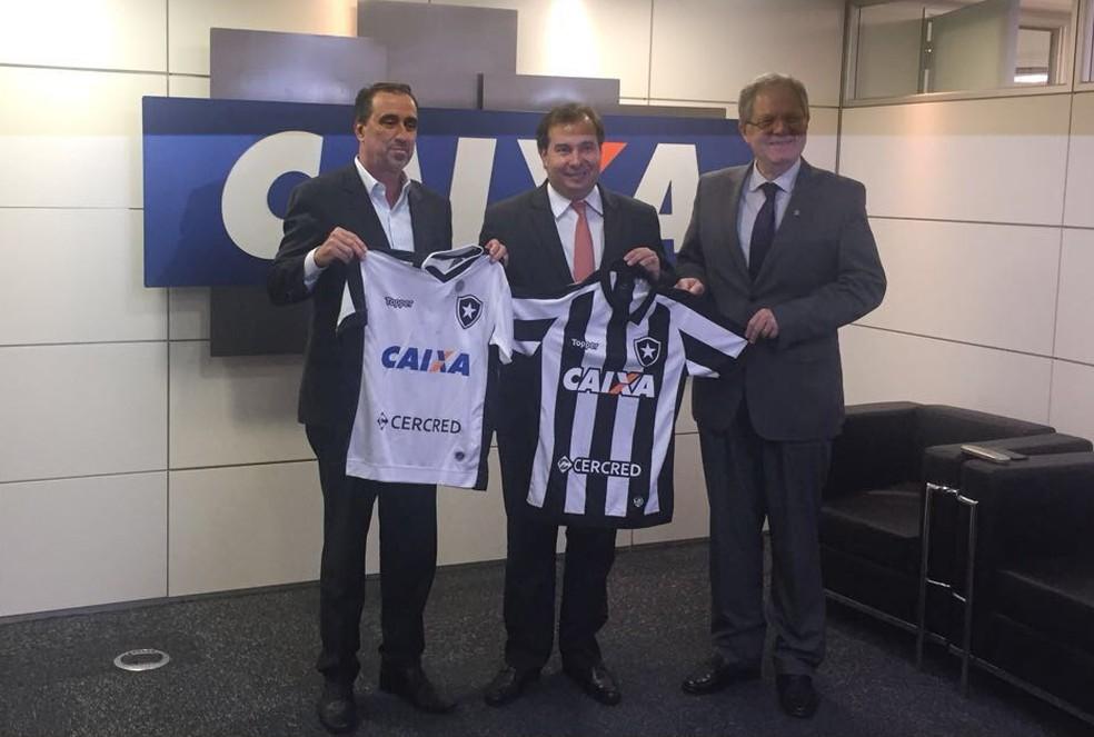 """Carlos Eduardo Pereira com o presidente da """"Caixa"""", Gilberto Occhi (Foto: Arquivo Pessoal)"""
