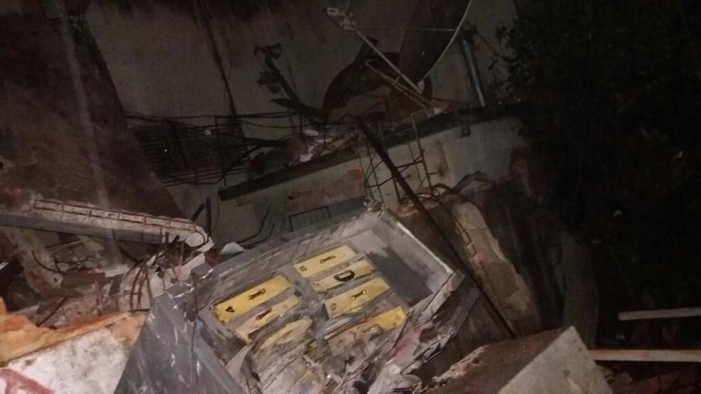Grupo armado explodiu agência e atirou contra policiais militares (Foto: Divulgação)