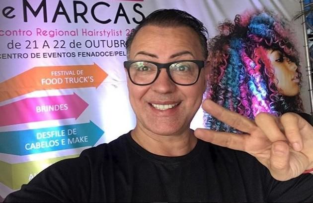 O maquiador Dicésar, do 'BBB' 10, foi mencionado pela cantora Valesca Popozuda nas redes sociais: 'Aceitaria voltar e ficaria muito feliz. Quem não quer uma segunda chance? E eu adotaria uma estratégia diferente: deixaria claras minhas opiniões' (Foto: Reprodução / Instagram)