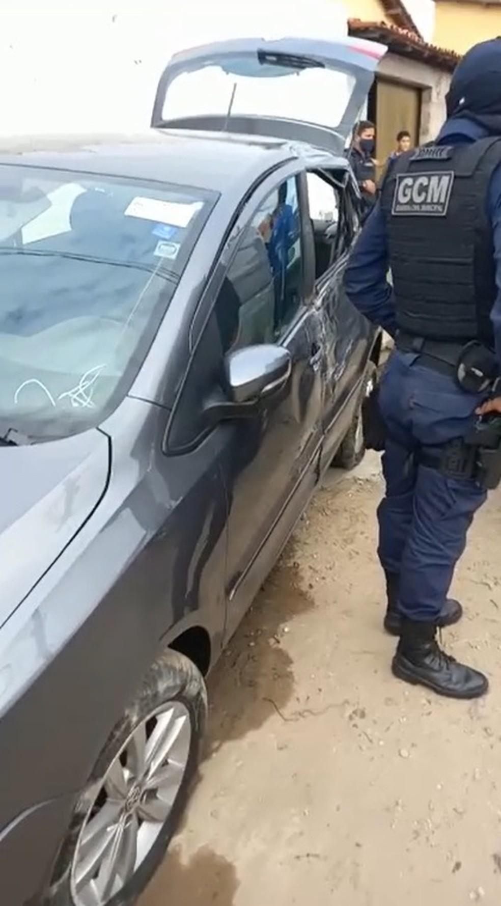 Suspeito bateu carro roubado em outro dois veículos durante fuga em Teresina — Foto: Reprodução