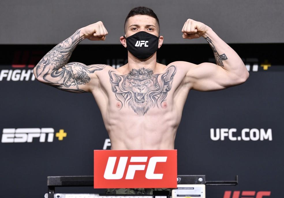 Wellington Turman ficou dentro do limite do peso-médio na pesagem do UFC desta sexta-feira — Foto: Getty Images