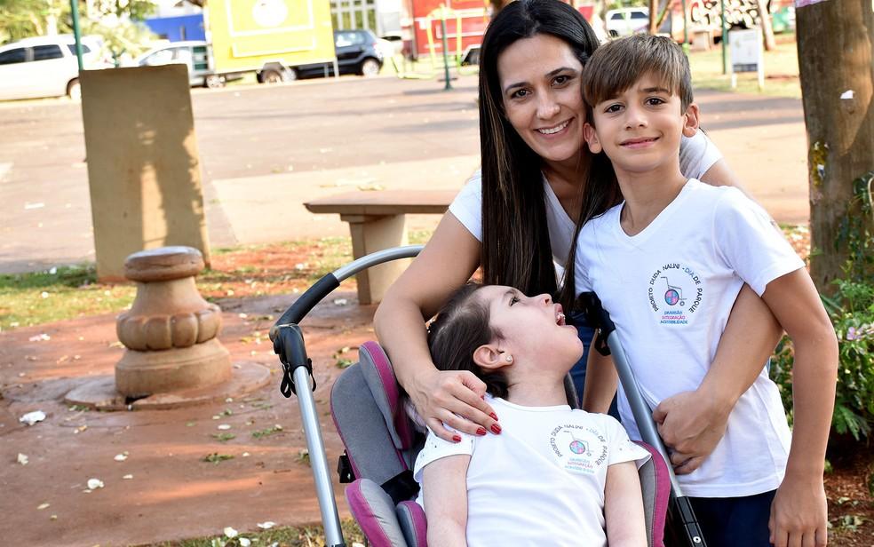 Selma Nalini ao lado dos filhos João Lucas e Duda, em Ribeirão Preto, SP — Foto: Pedro Martins/G1