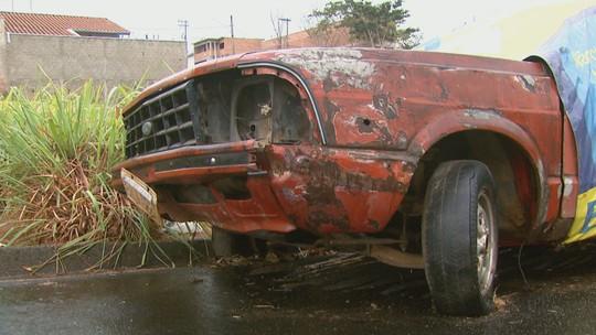 Prefeitura de São João da Boa Vista, SP, vai remover veículos abandonados e multar proprietários