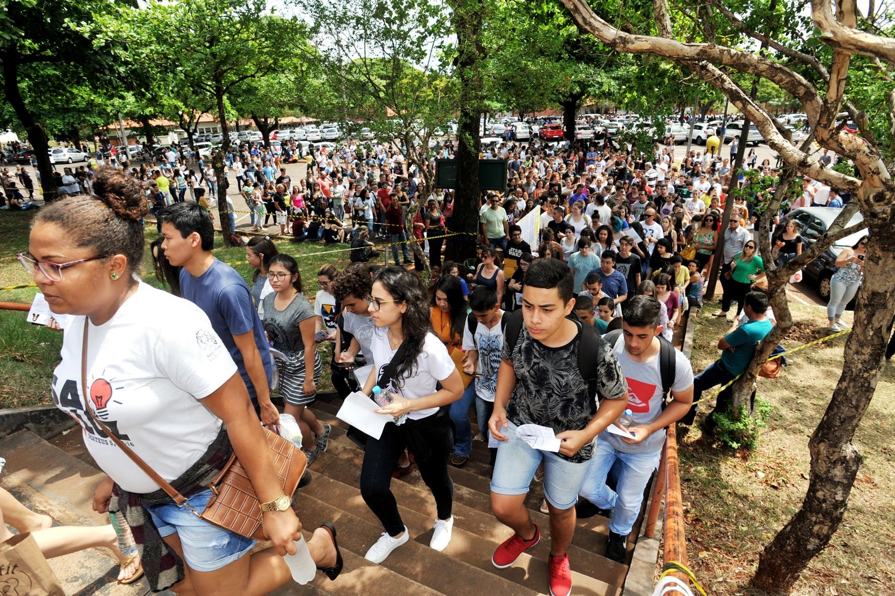 UEL divulga gabarito provisório Vestibular 2020; veja respostas - Notícias - Plantão Diário