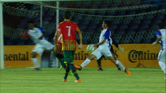 Com pênalti inexistente e futebol fraco, Paraná deixa a Copa do Brasil