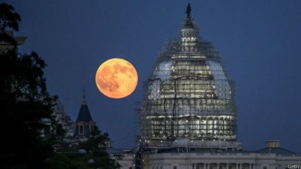 A Lua Azul apareceu dessa forma em Washington, nos Estados Unidos, em 2015 — Foto: GETTY IMAGES