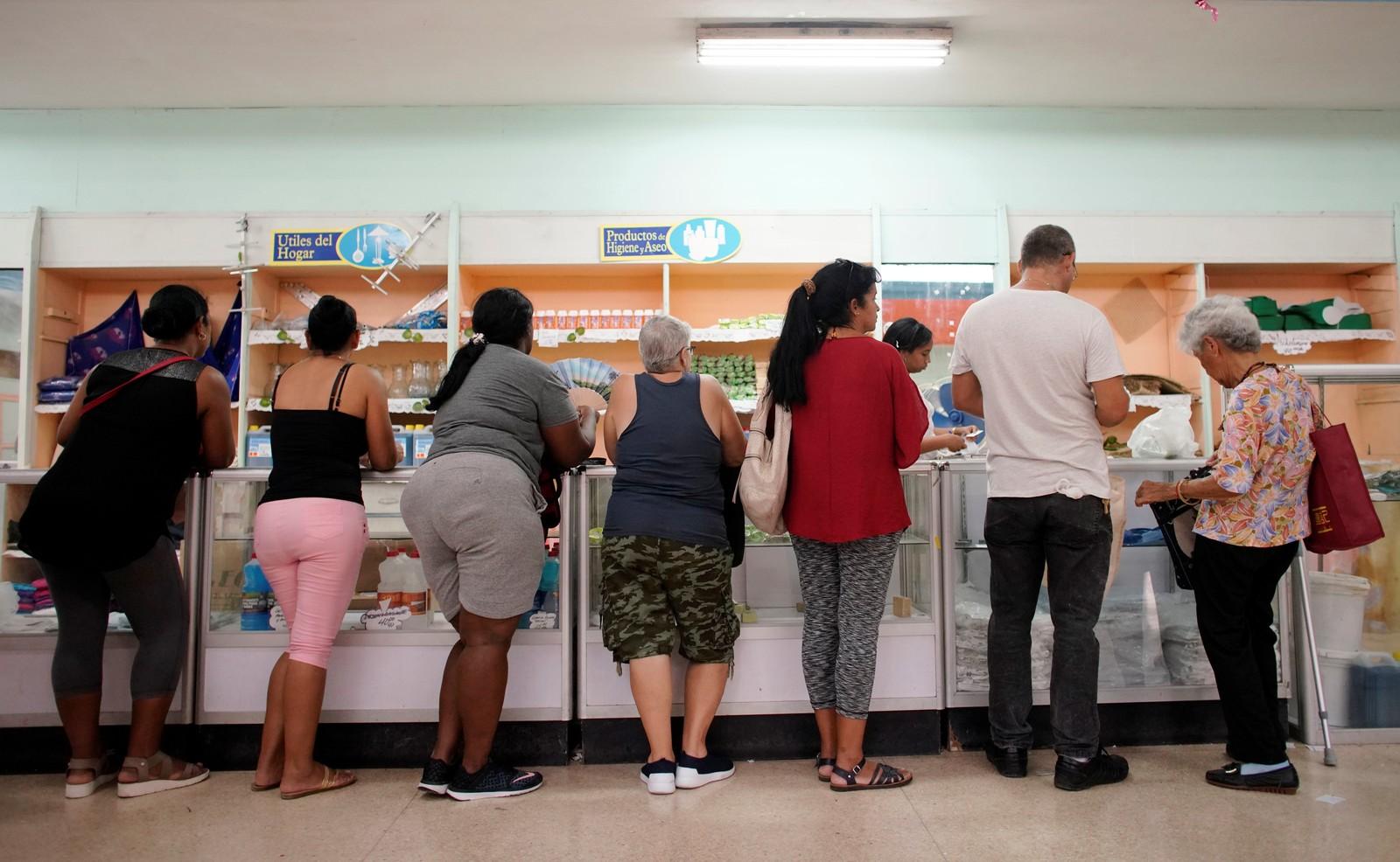 Loja em Havana gerida pelo governo de Cuba — Foto: Alexandre Meneghini/Reuters