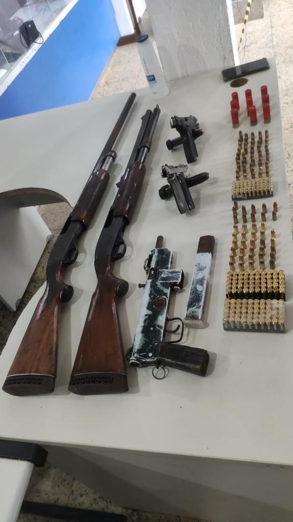 Troca de tiros entre policiais e criminosos deixa feridos em Vitória