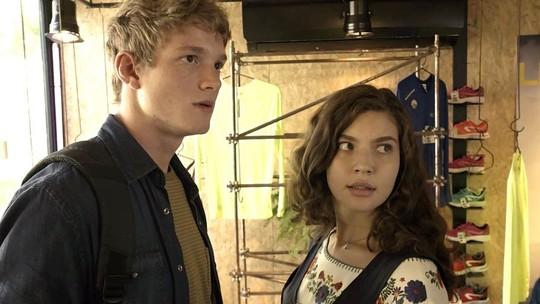 Joaquim flagra conversa suspeita entre Filipe e Rita