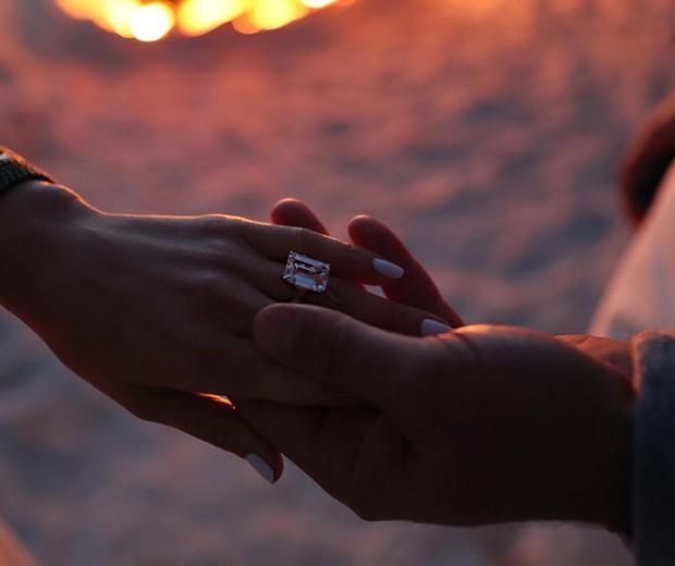 Jennifer Lopez fica noiva  (Foto: Reprodução)
