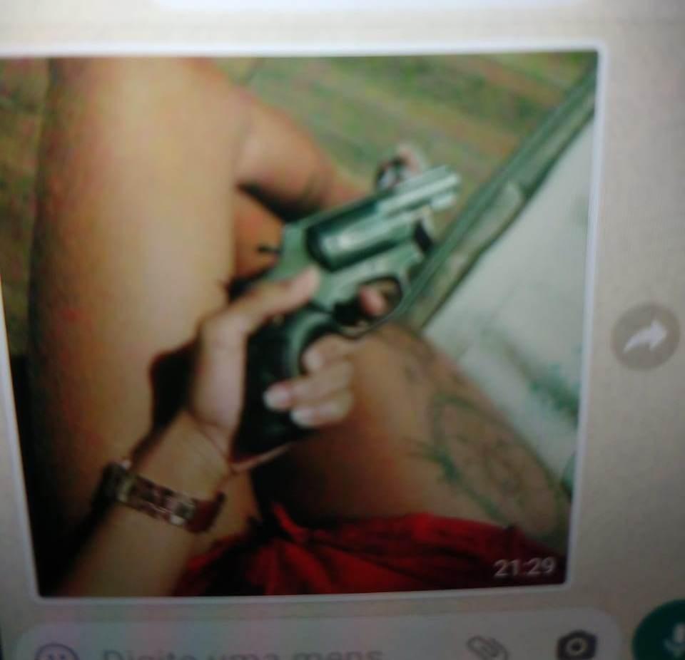Mulher é detida após enviar foto com arma ameaçando matar ex-companheiro, em Unaí