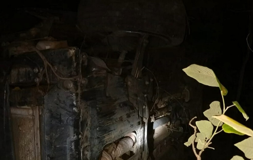 Participaram do possível resgate a Polícia Militar e o Corpo de Bombeiros. — Foto: Reprodução/TV Verdes Mares