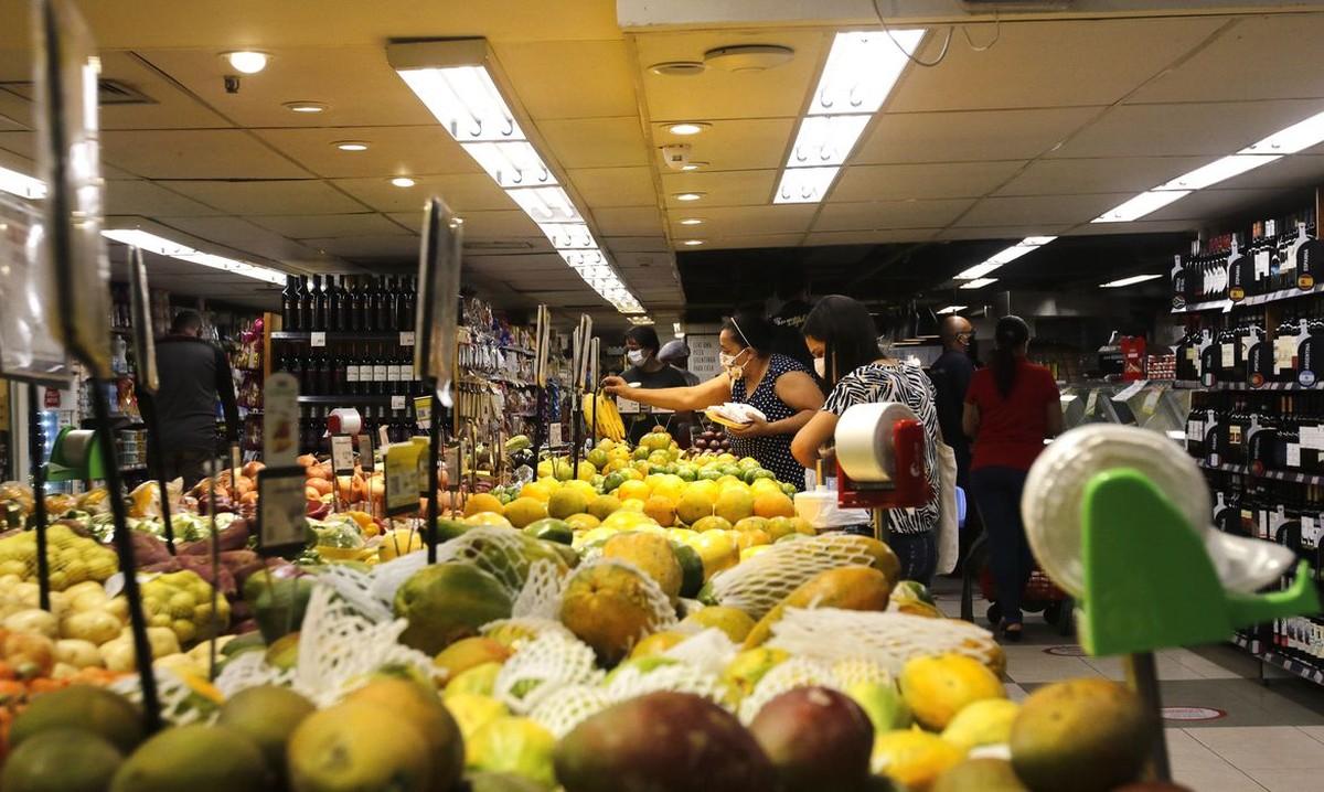 Embalagens e alimentos têm 'mínima probabilidade de espalhar' coronavírus, diz agência americana