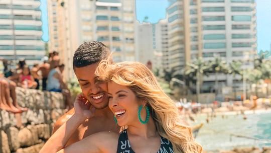 Ex-BBB Jaqueline Grohalski assume namoro e declara: 'Momento de satisfação'
