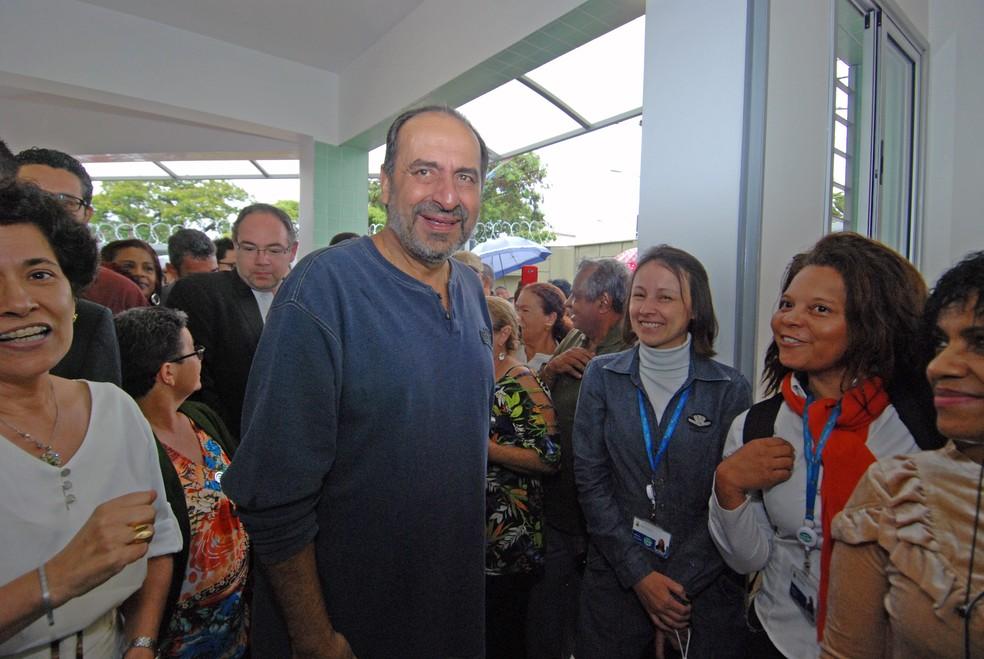 Kalil em visita ao Centro de Saúde Vera Cruz — Foto: Amira Hissa/Divulgação/PBH