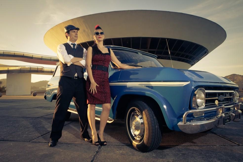 Exibição de carros antigos no drive-in de Niterói no domingo (19) — Foto: Divulgação