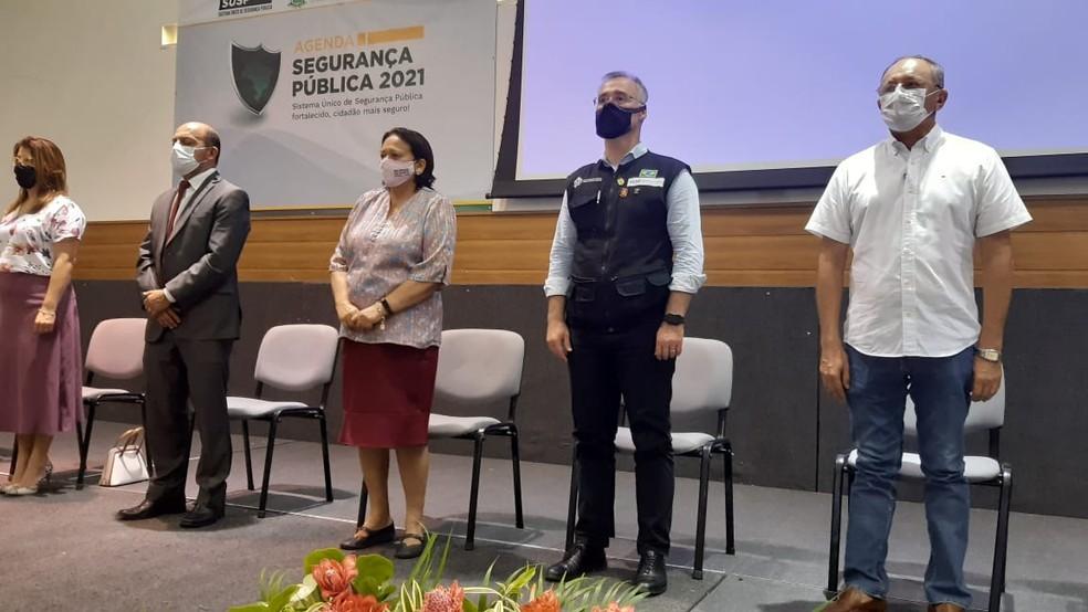 Ministro da Justiça André Mendonça ao lado da governadora Fátima Bezerra (PT), do RN — Foto: Sérgio Henrique Santos/Inter TV Cabugi