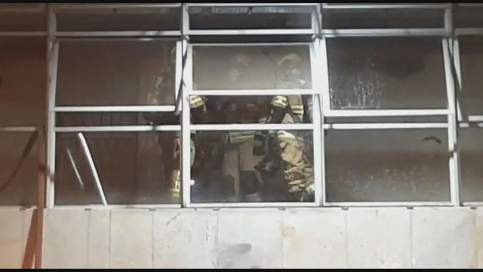 Uma fritadeira elétrica superaqueceu na Rodoviária do Plano Piloto, no DF, e provocou incêndio — Foto: TV Globo/Reprodução