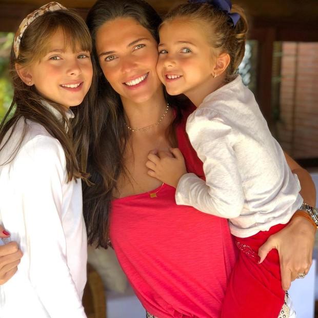 Daniella Sarahyba com as filhas, Gabriela e Rafaella (Foto: Reprodução Instagram)