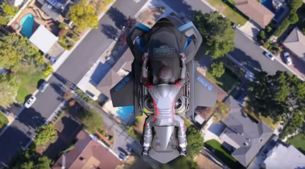 Projeção mostra como seria a moto voadora da Jetpack — Foto: Reprodução/Youtube