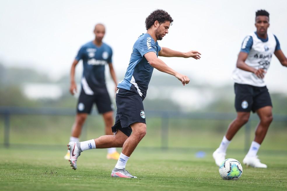 Victor Ferraz em treino do Grêmio — Foto: Lucas Uebel/Grêmio