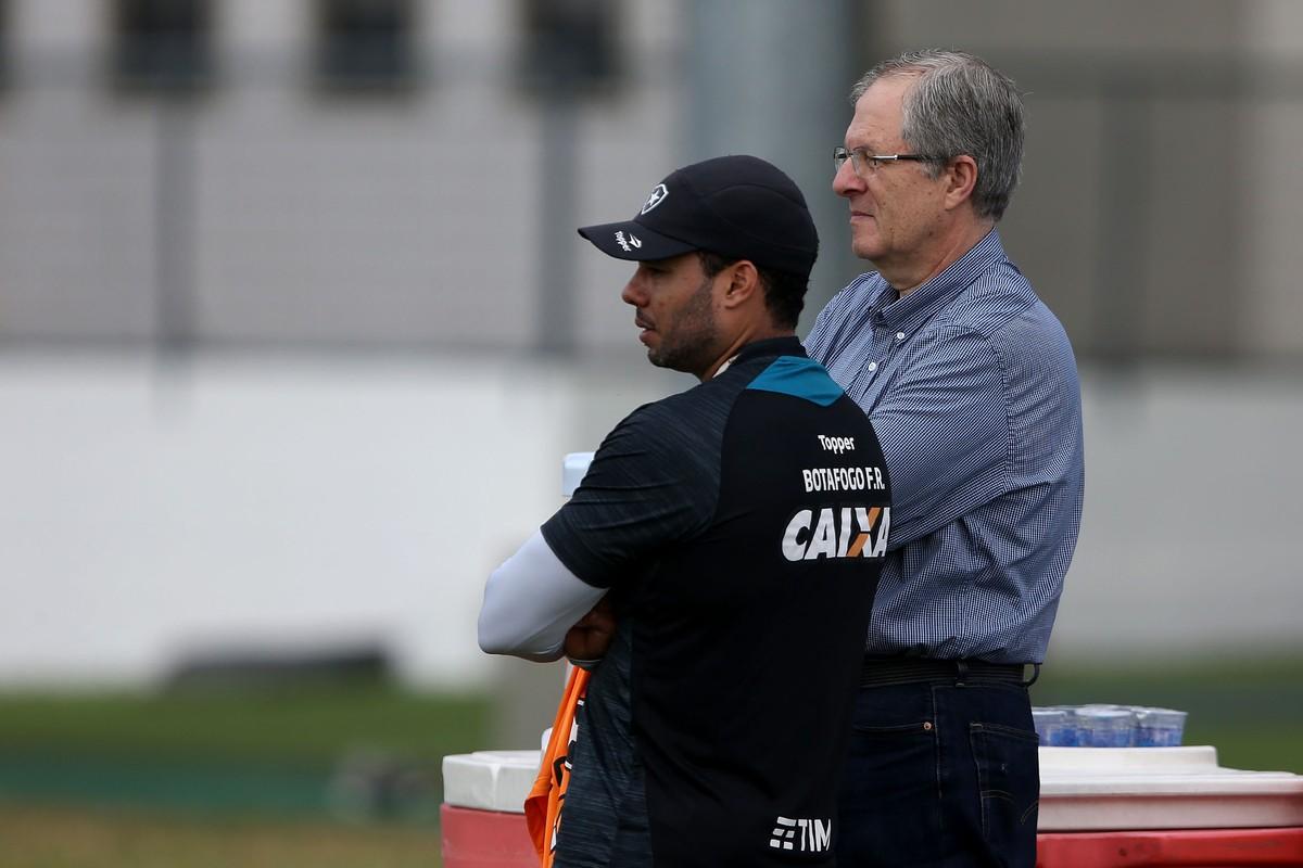 Botafogo diz que Santos não o procurou por Jair e confirma patrocínio para  2018  7b4698e76f866