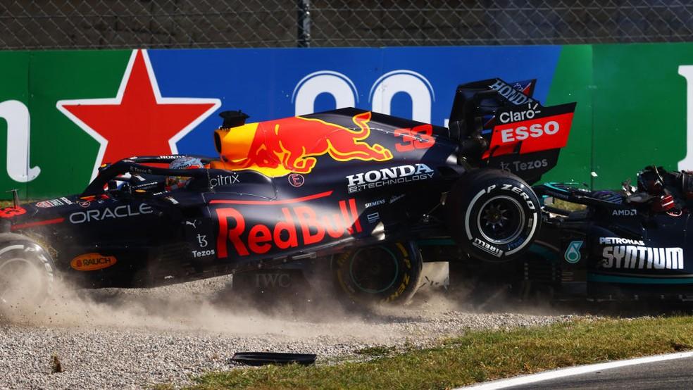 Max Verstappen e Lewis Hamilton bateram na metade do GP da Itália — Foto:  Dan Istitene - Formula 1/Formula 1 via Getty Images