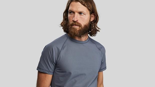 A camiseta é feita com 120 metros de fibras de carbono, combinado com 36% elastano (Foto: Divulgação)