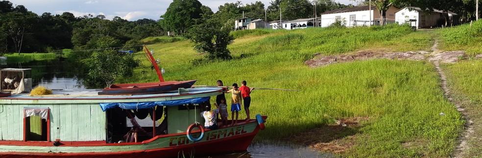 Comunidade ribeirinha no Rio Negro (AM) — Foto: Naiara Bertão
