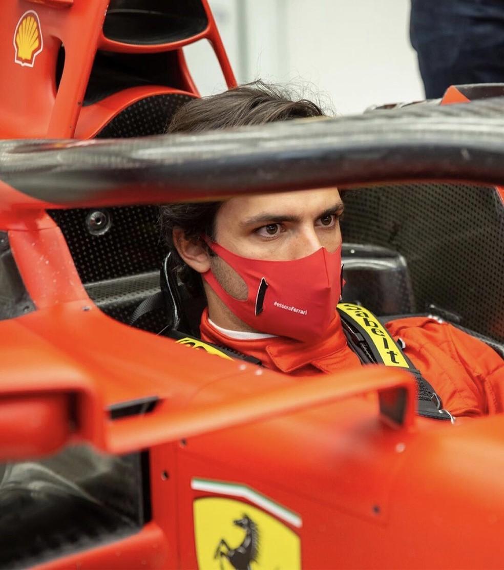 Carlos Sainz na Ferrari em Maranello — Foto: Divulgação / Ferrari