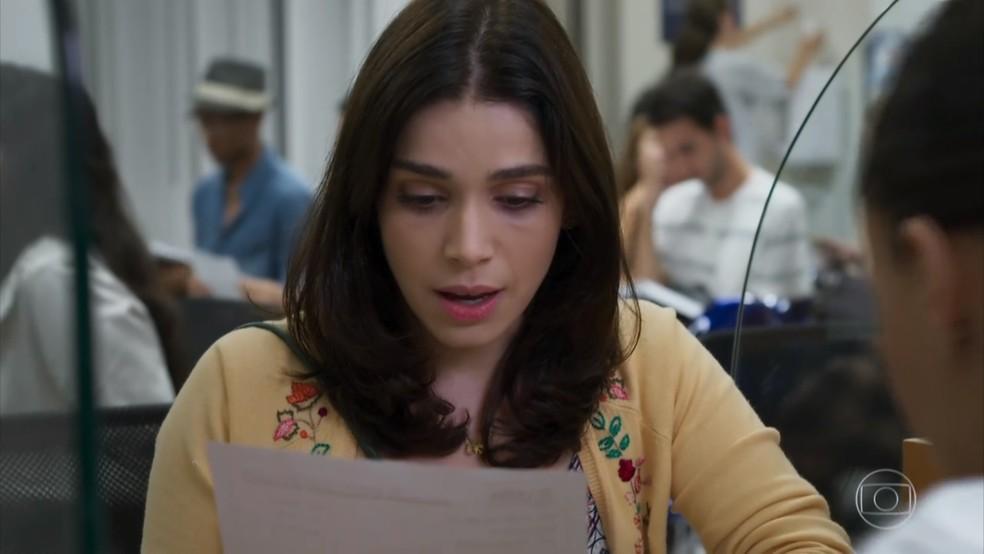 Shirlei (Sabrina Petraglia) descobre que Adônis (José Loreto) abandonou a faculdade - 'Haja Coração' — Foto: Globo