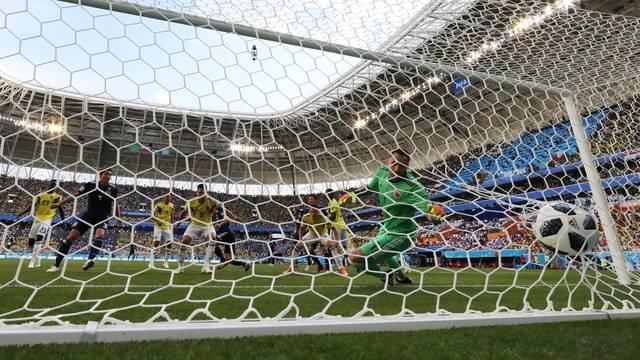 Ospina não consegue evitar o segundo gol do Japão