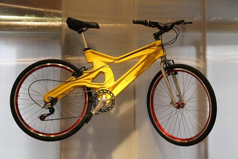Uma bicicleta reaproveita até 200 garrafas pets (Foto: Muzzi Cycles/Reprodução)