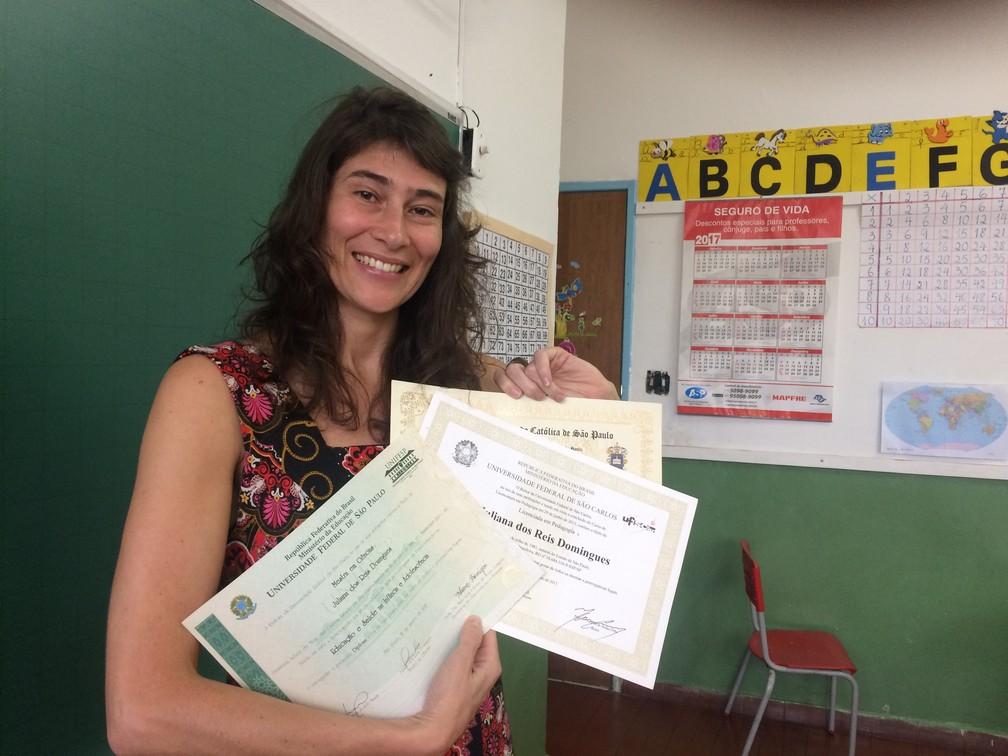 Juliana Reis, de 36 anos, fez graduação em letras e pedagogia, concluiu o mestrado e agora cursa o doutorado (Foto: Vanessa Fajardo/ G1)
