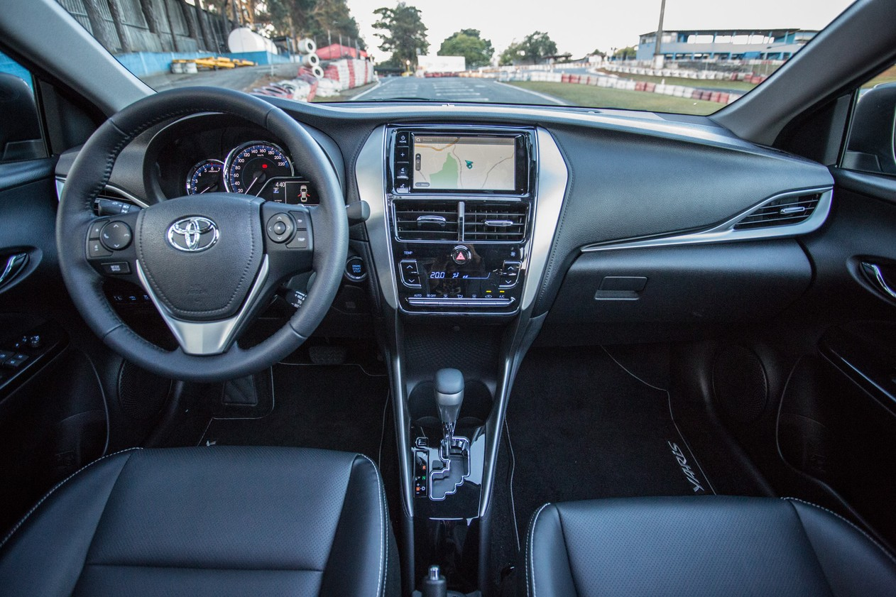 Toyota Yaris Sedan XLS: primeiras impressões Toyota-yaris-q98a0749-fabio-tito-g1
