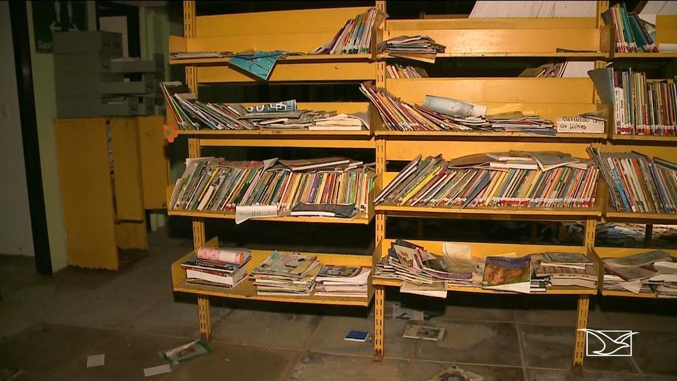 Biblioteca do Caic da Cidade Operária está abandonada e situação revolta alunos, professores e pais. — Foto: Reprodução/TV Mirante