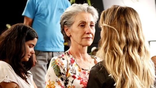 Cassia Kis recebe homenagem de Amora Mautner e elenco após cena dramática de 'A Regra do Jogo'