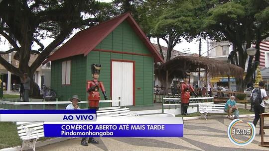 Comércio de rua amplia horário de atendimento para compras de Natal em Taubaté e Pinda