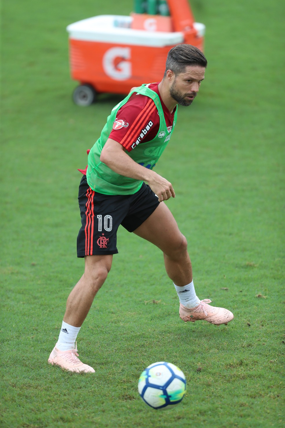 Diego em treinamento do Flamengo nesta semana: retorno do meia será contra o Paraná Clube — Foto: Gilvan de Souza