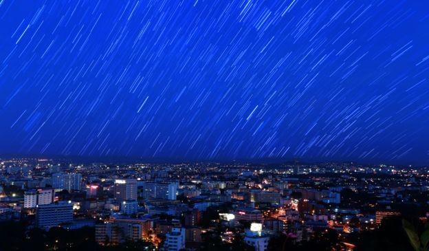 As chuvas de meteoros artificiais vão conseguir se igualar à beleza das chuvas naturais? (Foto: Getty Images via BBC News Brasil)