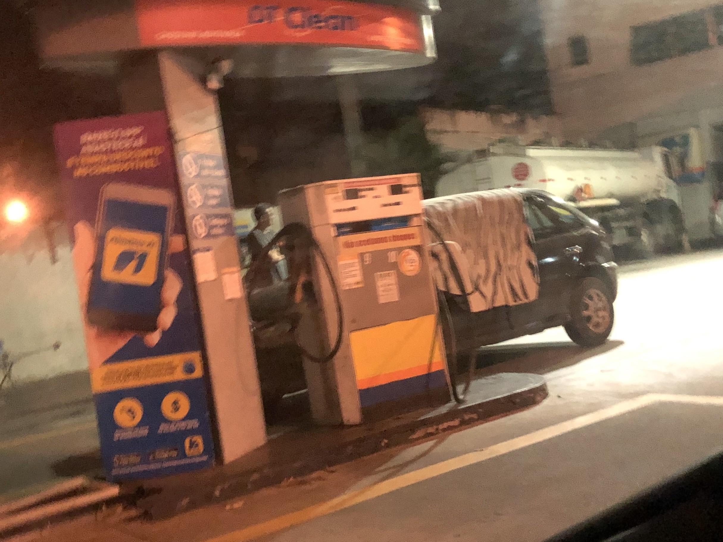 Assaltante infarta e morre durante roubo a posto de combustíveis em Volta Redonda - Notícias - Plantão Diário