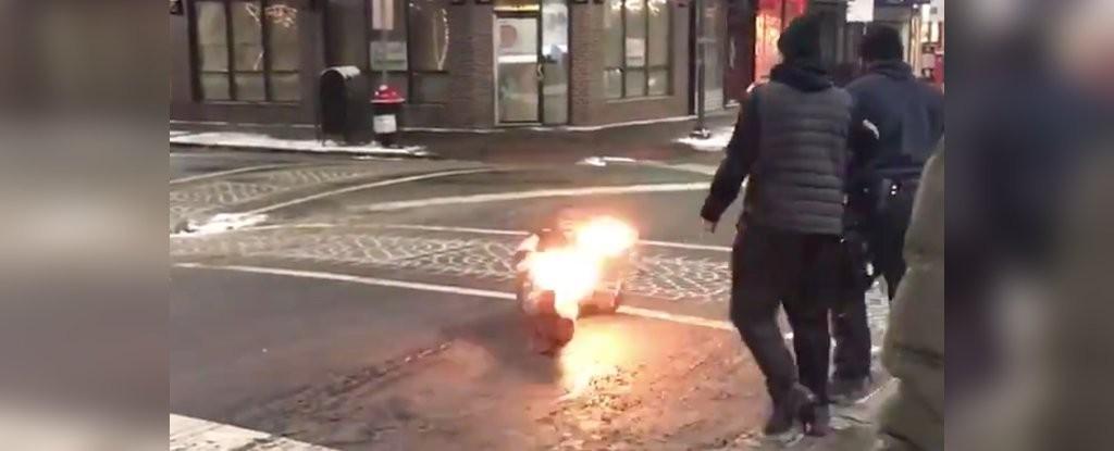Perna de homem começou a pegar fogo após a ação da arma de eletrochoque (Foto: Reprodução)