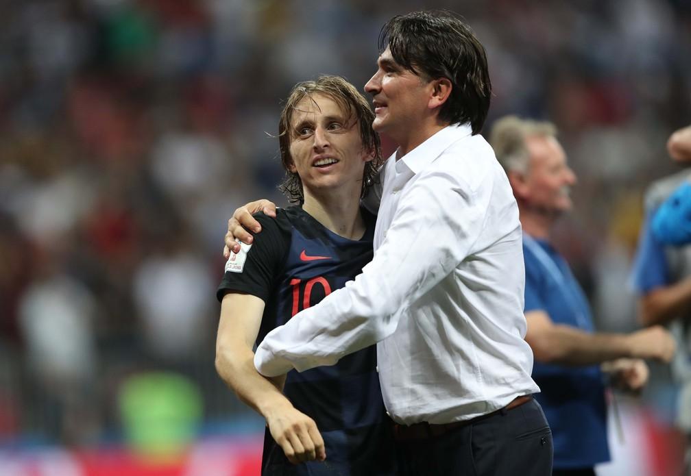 Técnico Dalic comemora classificação à final ao lado do seu craque Modric (Foto: Carl Recine/Reuters)