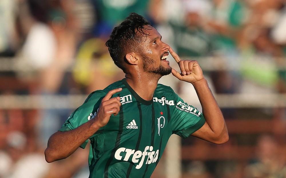 Palmeiras ainda não acertou luvas de Gustavo Scarpa